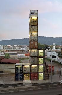 Tienda construida con contenedores