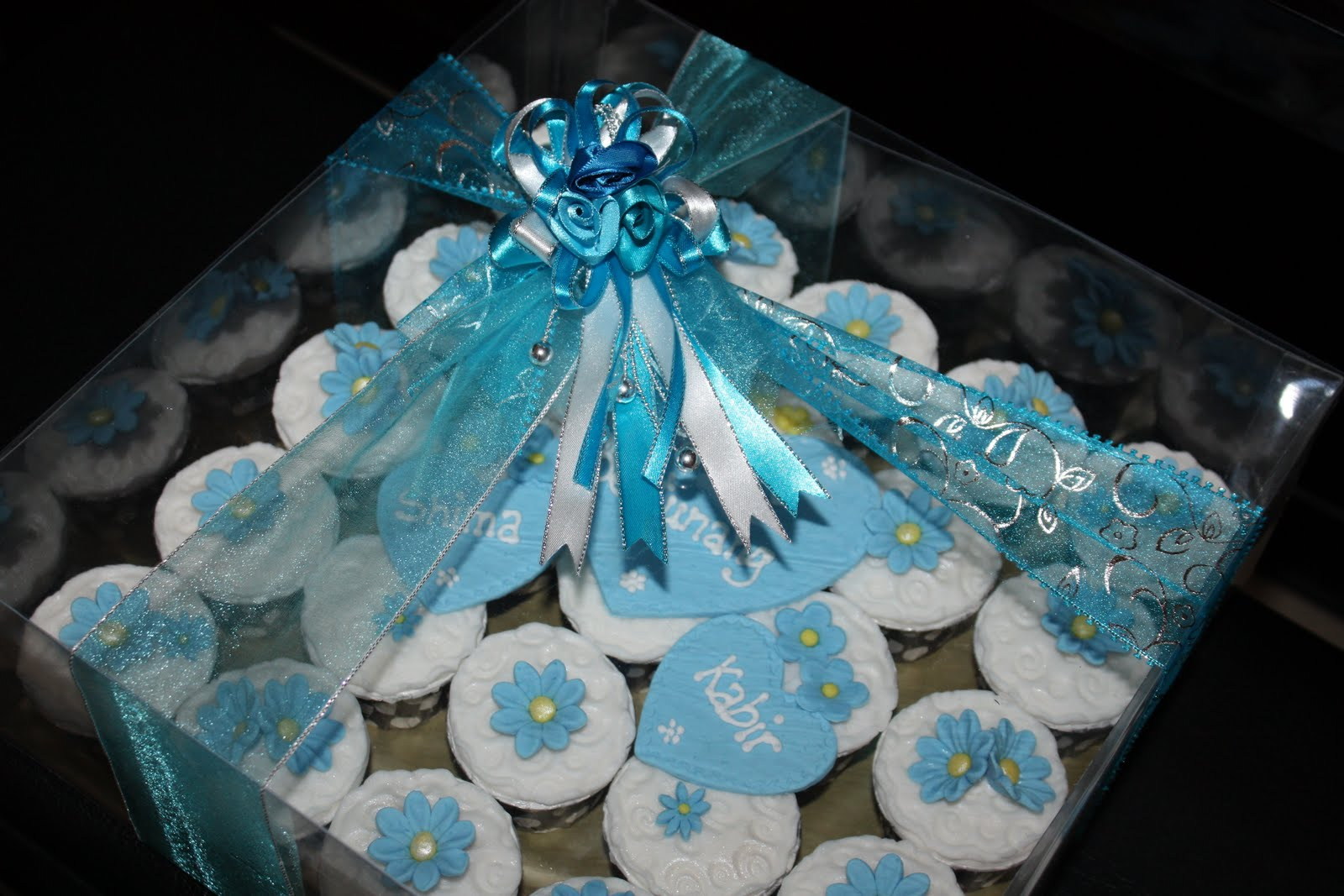 Blue Daisy Engagement Cupcakes