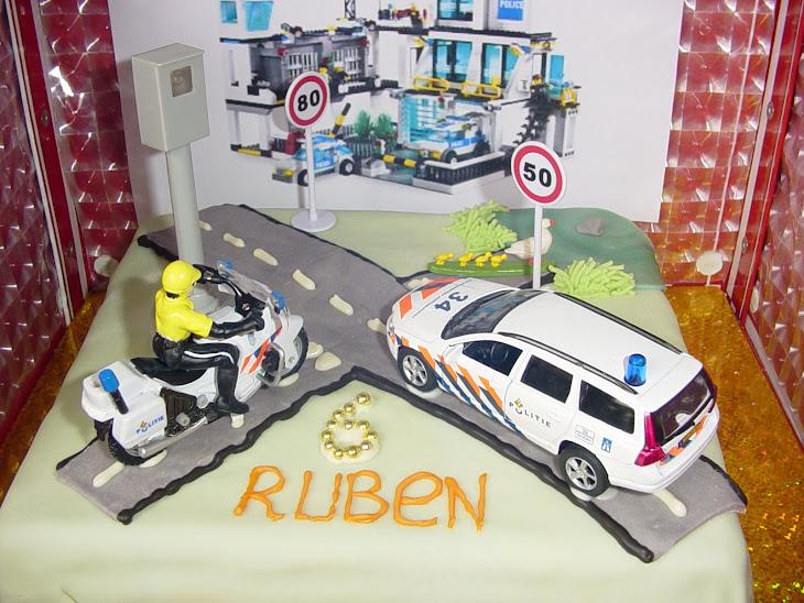 Politie taart voor Ruben