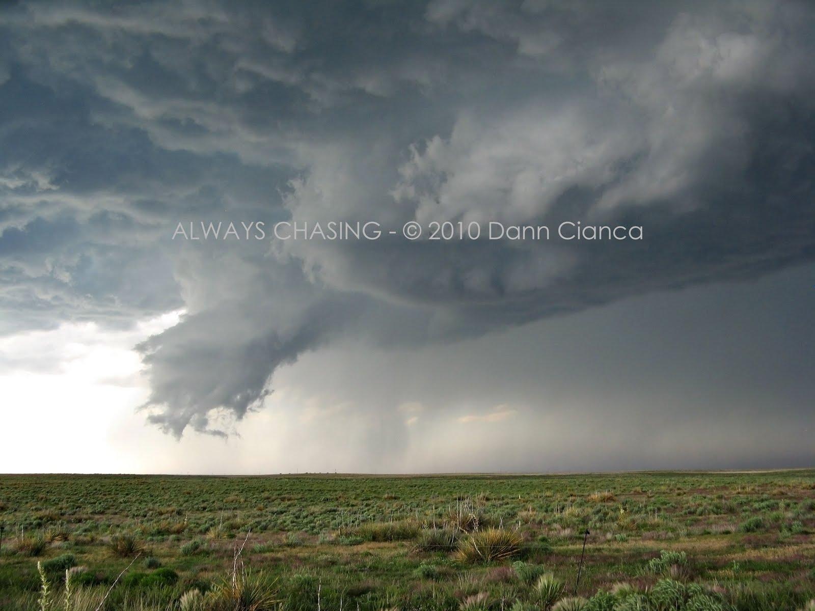 Mammatus clouds tornado
