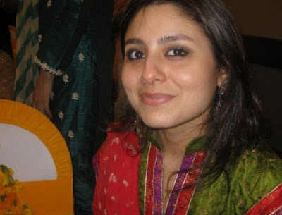 http://3.bp.blogspot.com/_HEjoNp_qRz8/TSLU2ZR9EuI/AAAAAAAAITs/PfjEAQwBZbM/s1600/Cute+Pakistani+College+Girls+Photos+%252821%2529.jpg
