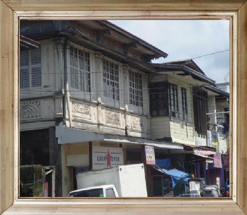 plaza ng Indang karaniwang makikita ang mga mamamayang nagtitinda ng