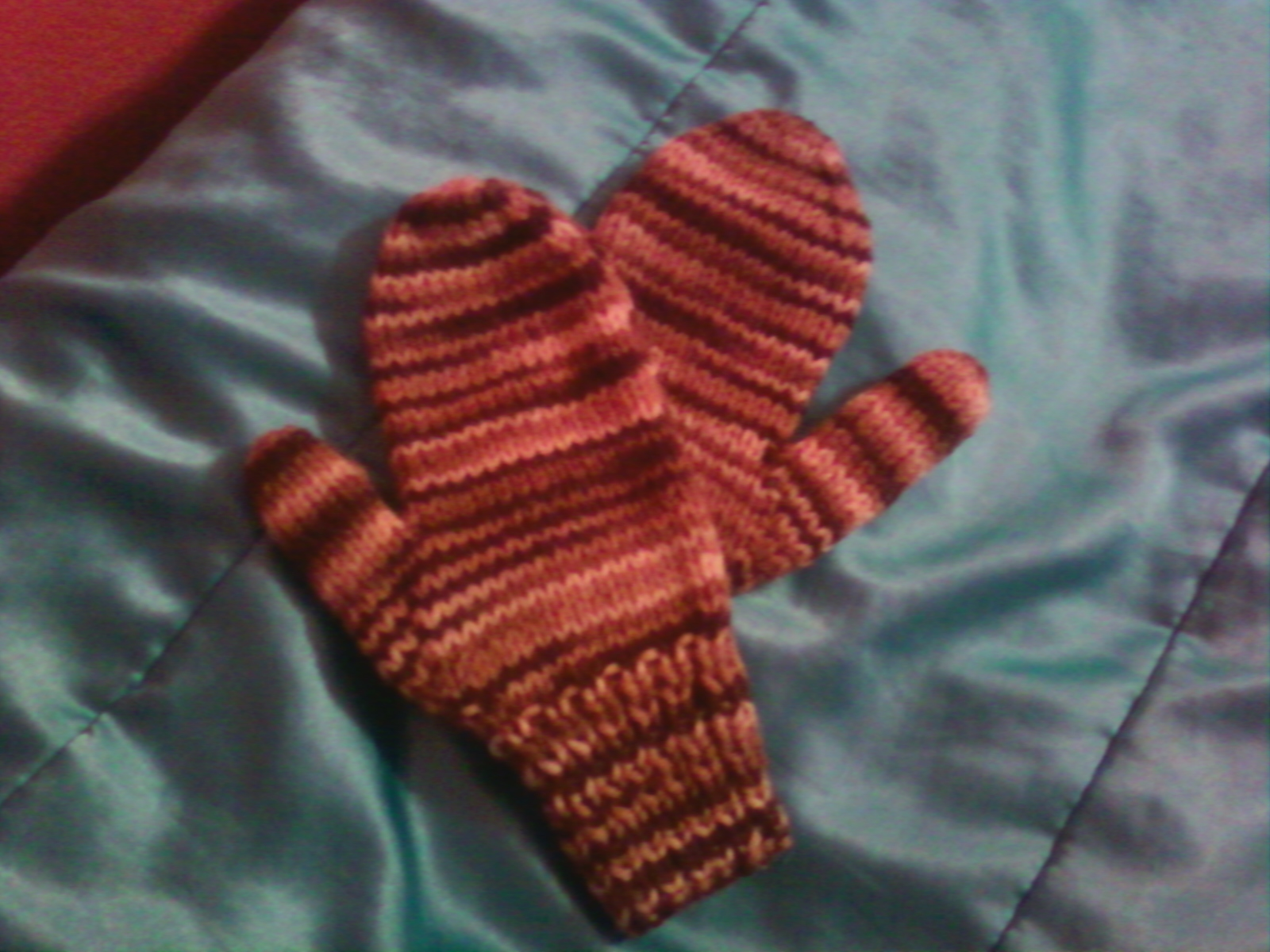 Basic Gloves Knitting Pattern : Basic Knitted Mittens