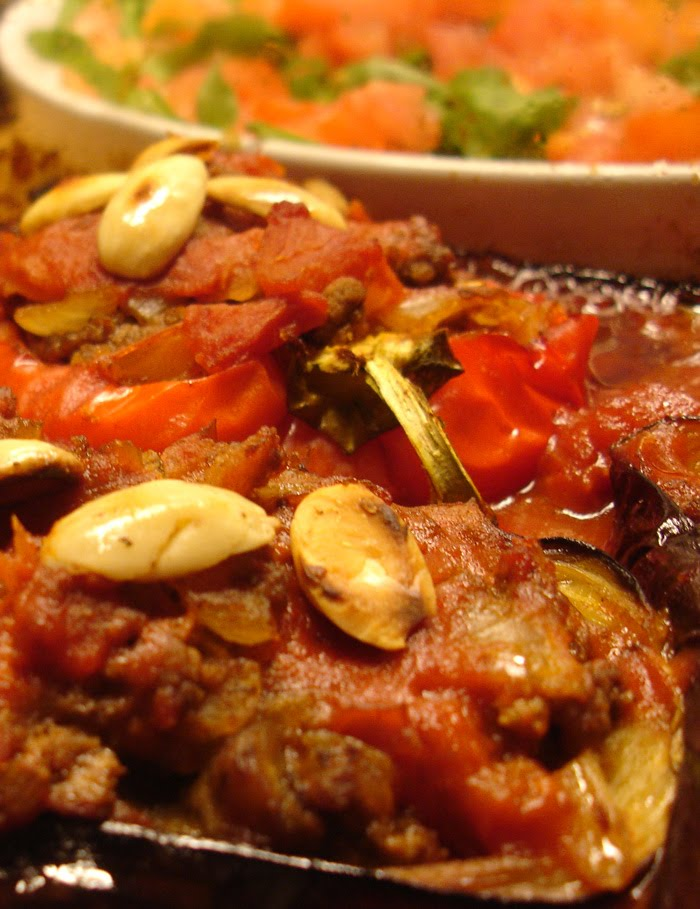 Libyan food baked aubergine and bell pepper stuffed with for Aubergine cuisine