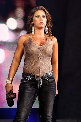 Former WWE superstar Kaitlyn is latest wrestler   The Sun