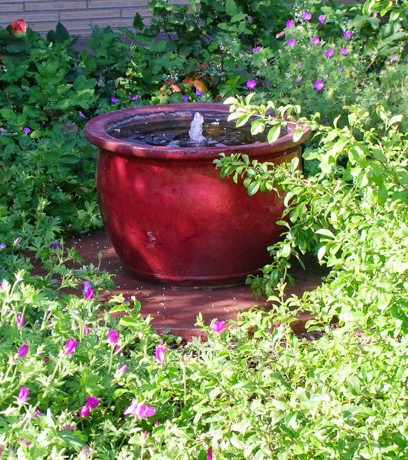 The art garden garden designers roundtable containers for Pot water fountain designs