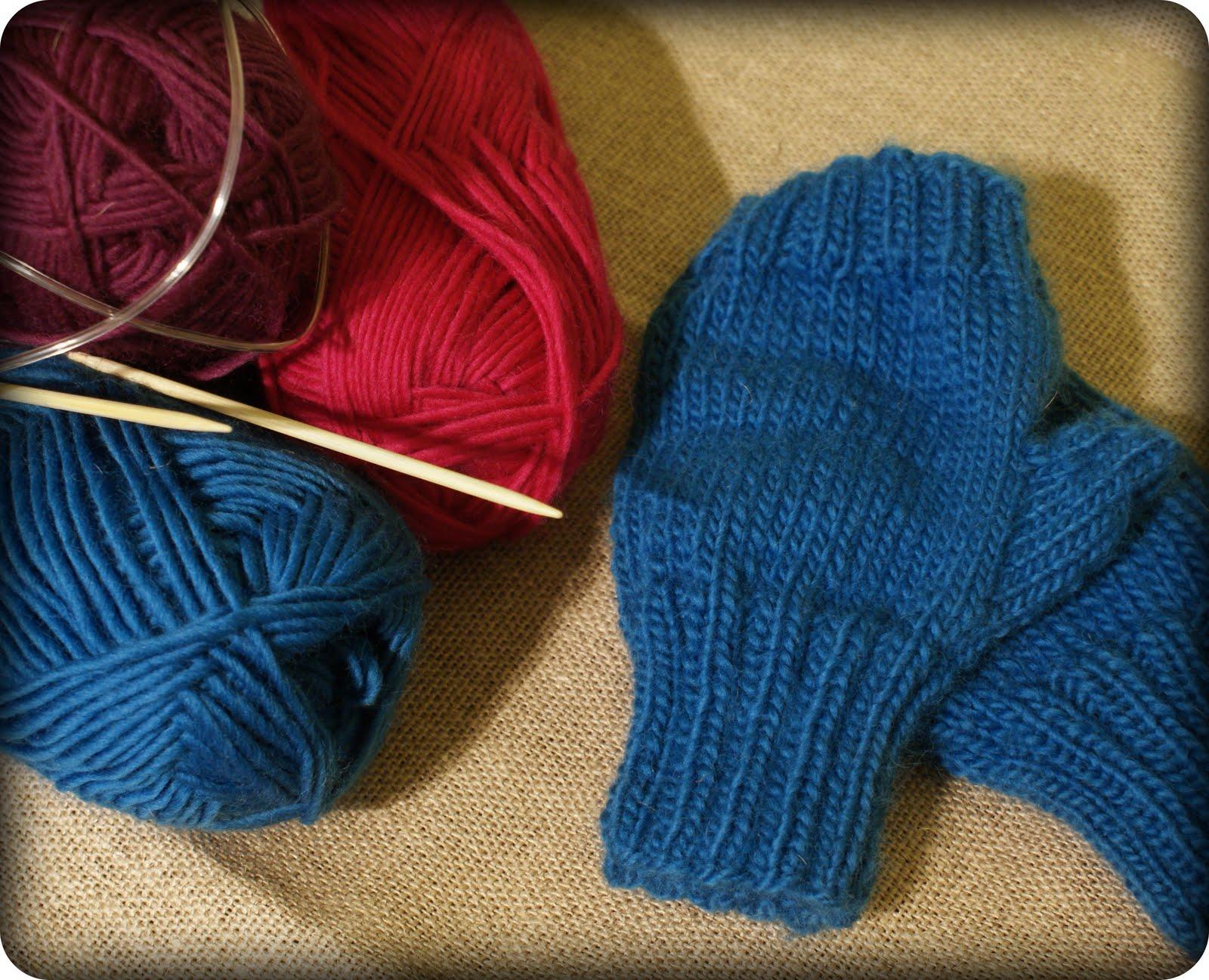 Lightly Felted Men\'s Fingerless Gloves With Pattern