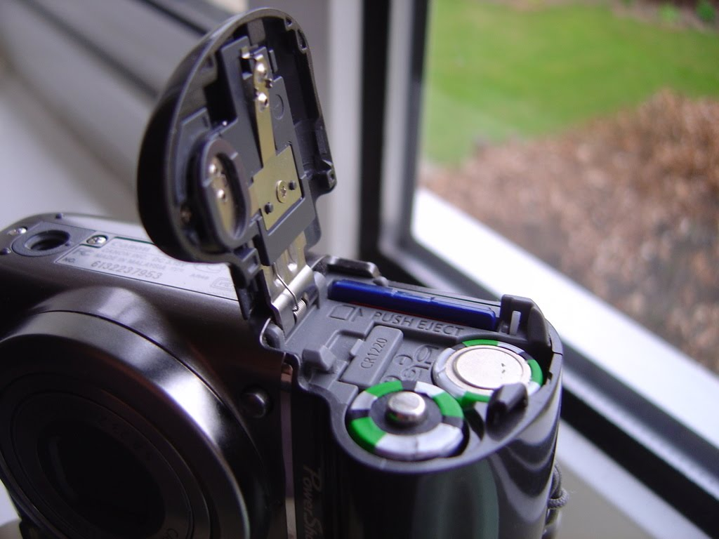 I Showed My Fix To Dad Who Has The Same Camera Below Is How Battery Sits In His From Picture You Can See That 1 2mm