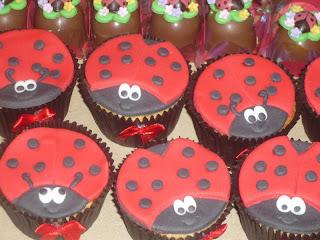 doce cupcake decorado joaninha