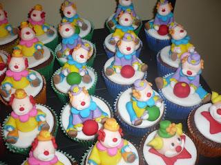 doce cupcake 3d decorado palhaço