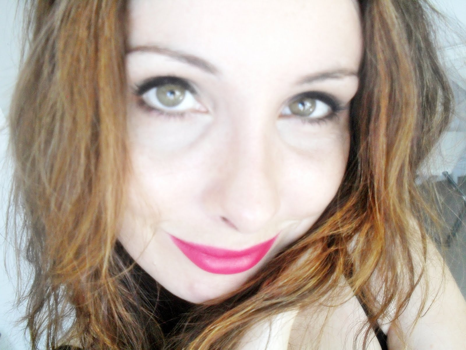 how to wear bright lipstick on pale skin
