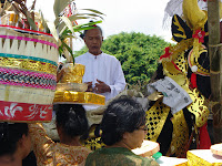ida pedanda as leader of balinese ritual ceremonies