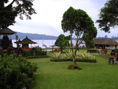 bedugul bratan lake garden
