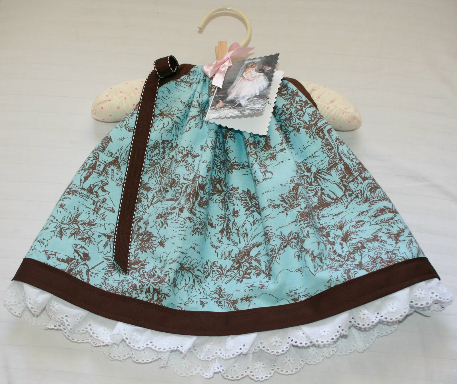 Baby Pillowcase Style Dress with Diaper Cover Tutorial DIY & Sweetie Pie: Baby Pillowcase Style Dress with Diaper Cover ... pillowsntoast.com