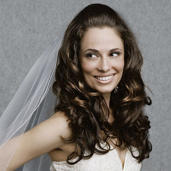 Modern wedding hairstyles: bridal hair ornaments