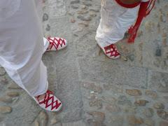 De blanco y rojo