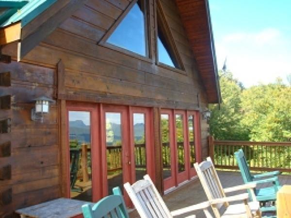 A free daily visitor guide for the north carolina for Cabin rentals near blowing rock nc