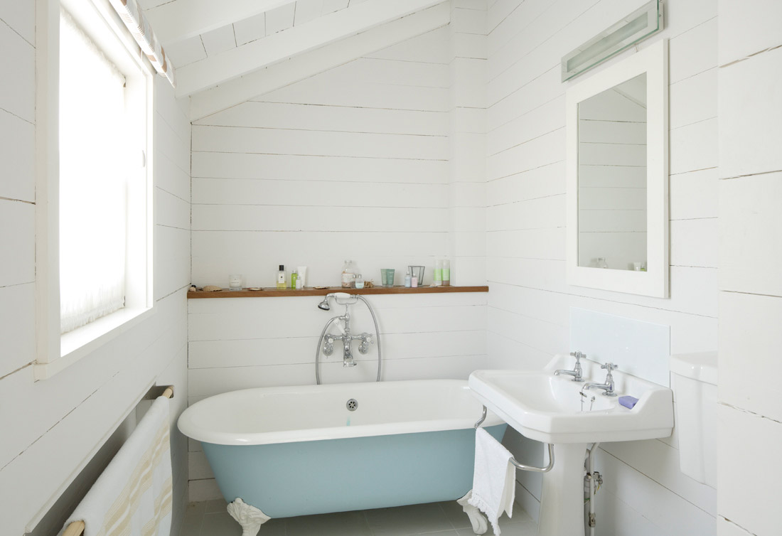 From little acorns a cute little cottage for Small bathroom design cottage