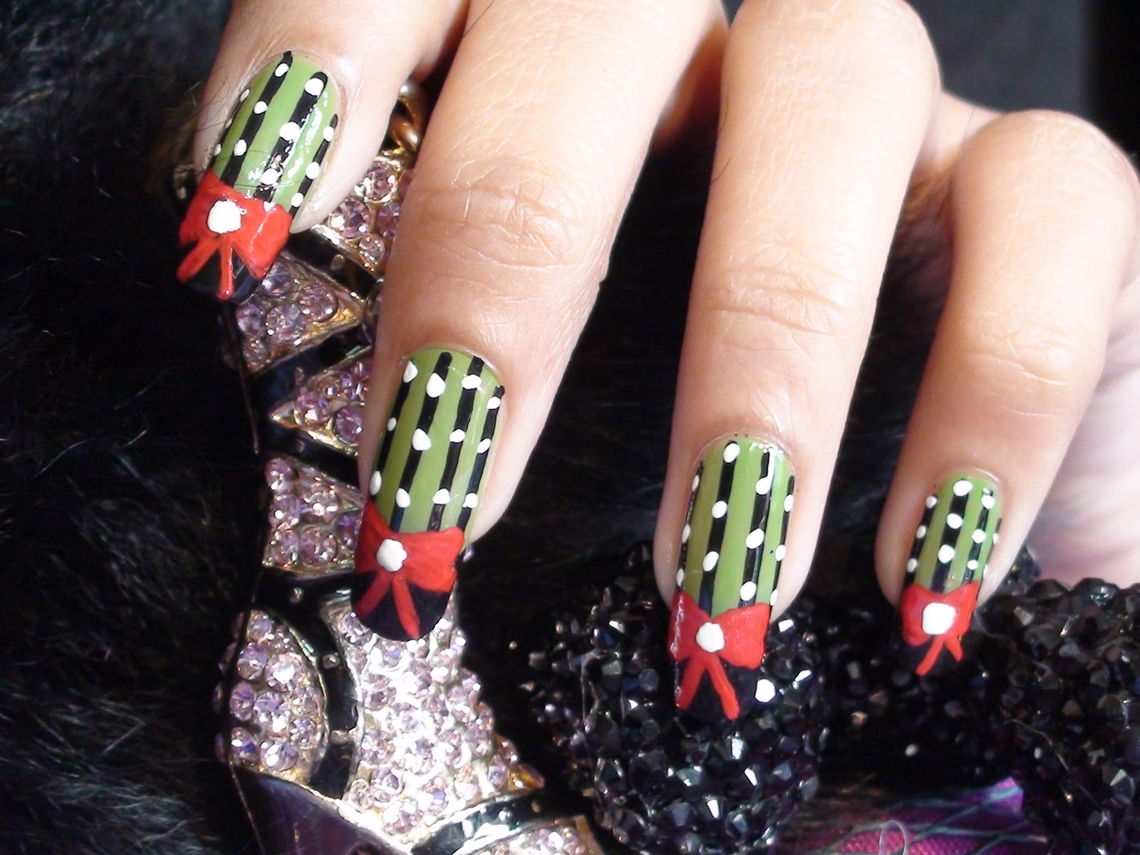 TheGlamWorld: Christmas Special Nail Art Tutorial !