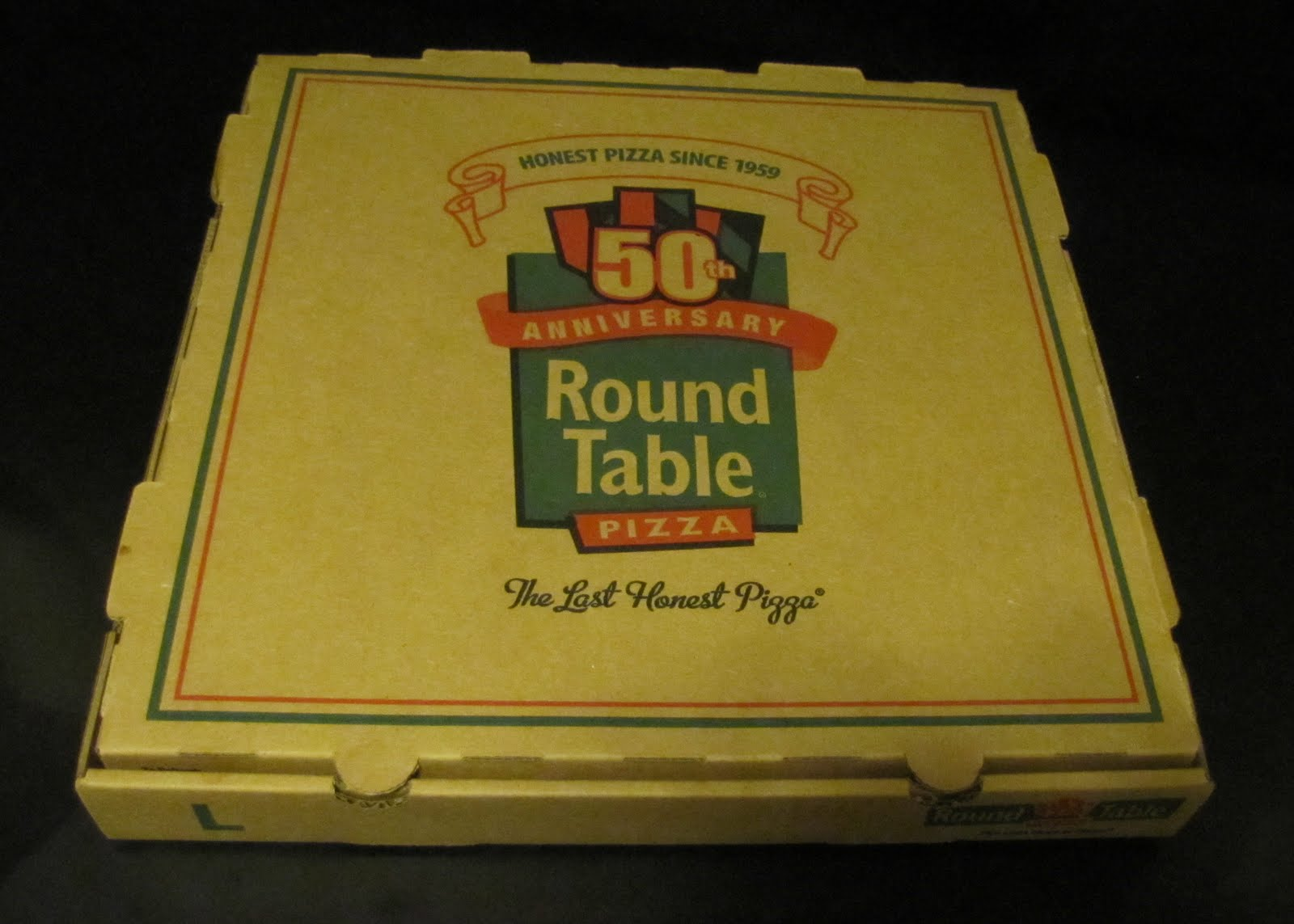 smells like food in here round table pizza. Black Bedroom Furniture Sets. Home Design Ideas