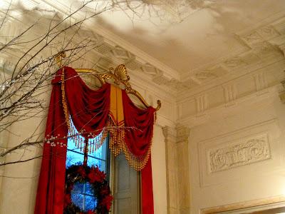 New Year's Eve Masquerade Ball (Rol Masivo 2012-2013) Entrance+hall+curtain+rod