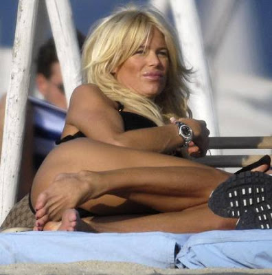 Victoria Silvstedt masturbandose en la playa