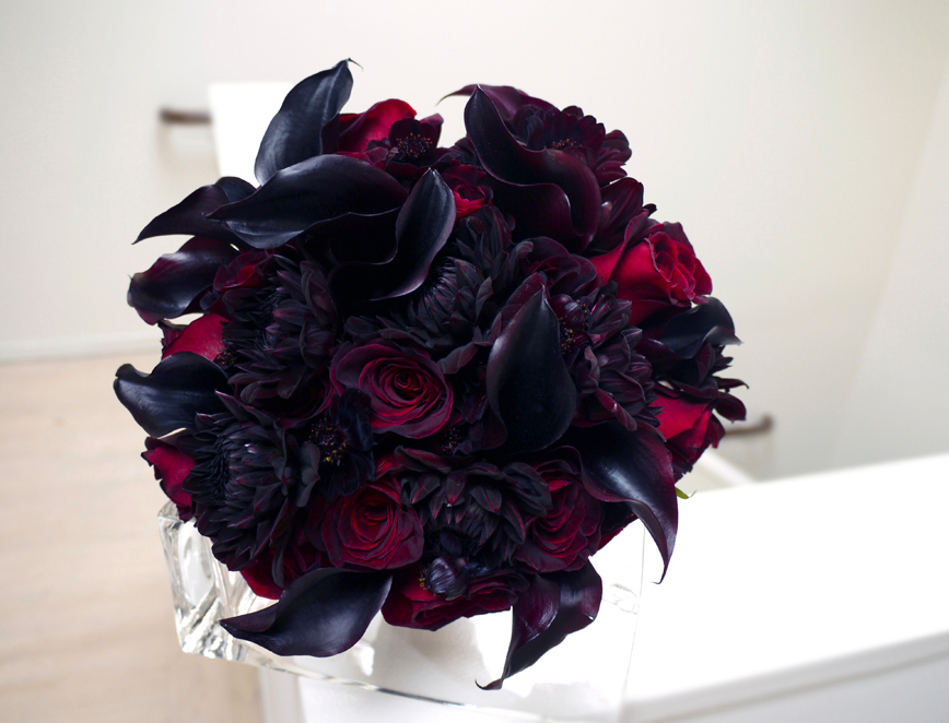 That said I wanted to share this gorgeous dark bridal bouquet they designed