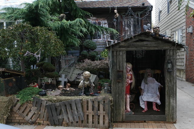 24 Seven Is This The Best Halloween House In Brooklyn