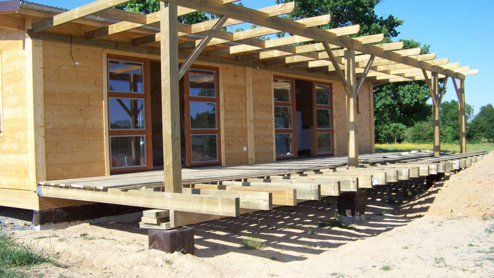 avanc e de toit en bois pour terrasse. Black Bedroom Furniture Sets. Home Design Ideas