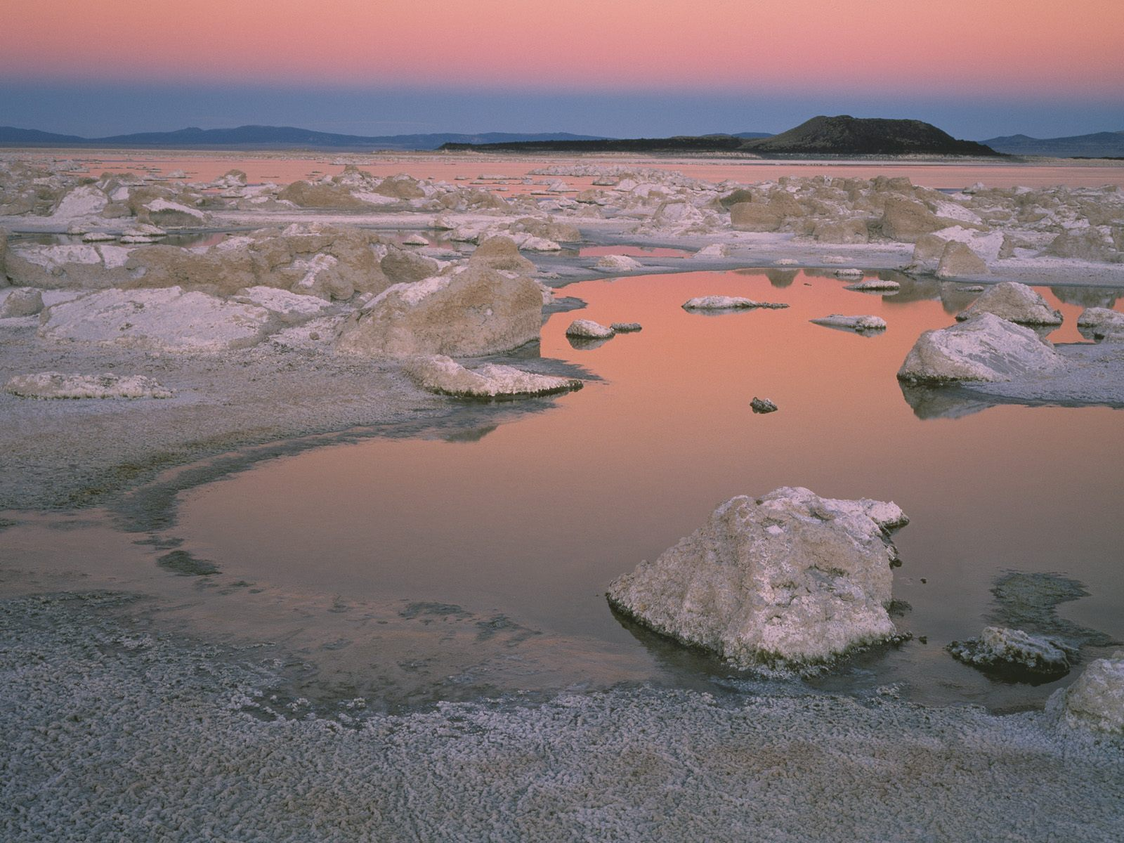 http://3.bp.blogspot.com/_HkbWdsz-H8g/S74GDyIHBnI/AAAAAAAAIl0/XryoH-oS6-w/s1600/Pink+Twilight+at+Mono+Lake,+California.jpg