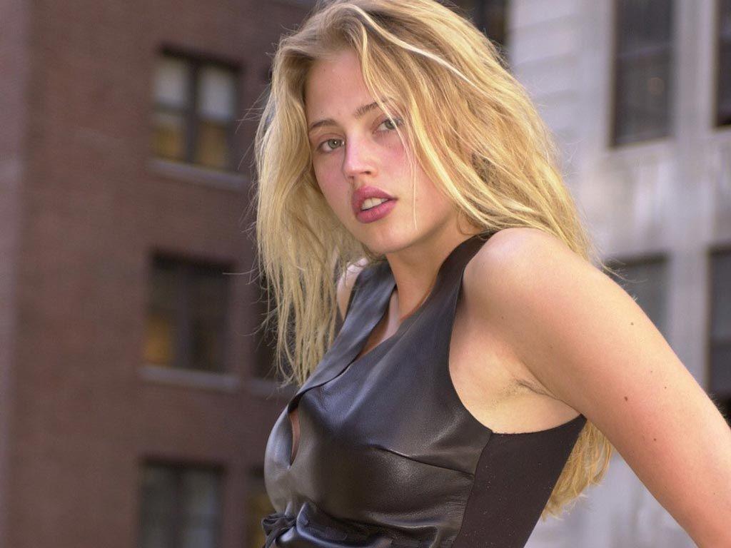 estella-warren-sexy-nude-modelling-photos-bad-ass-lyrics