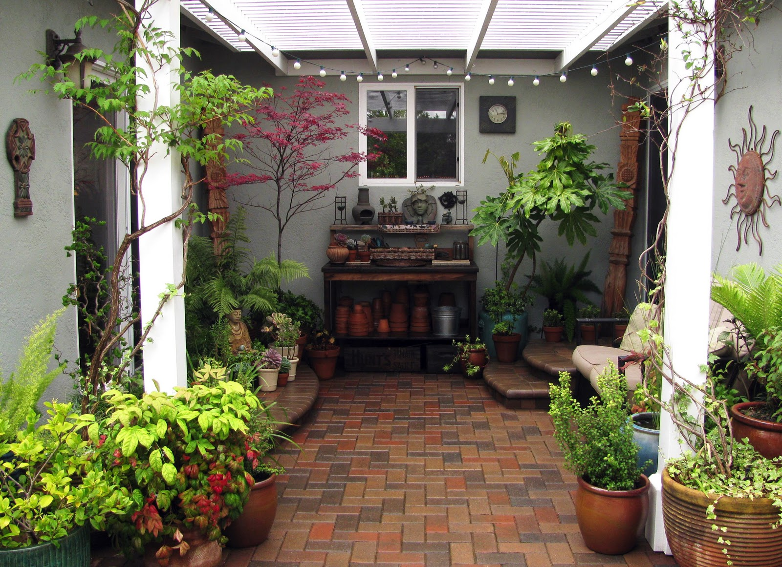 Interleafings garden designers roundtable expanding for Courtyard garden ideas