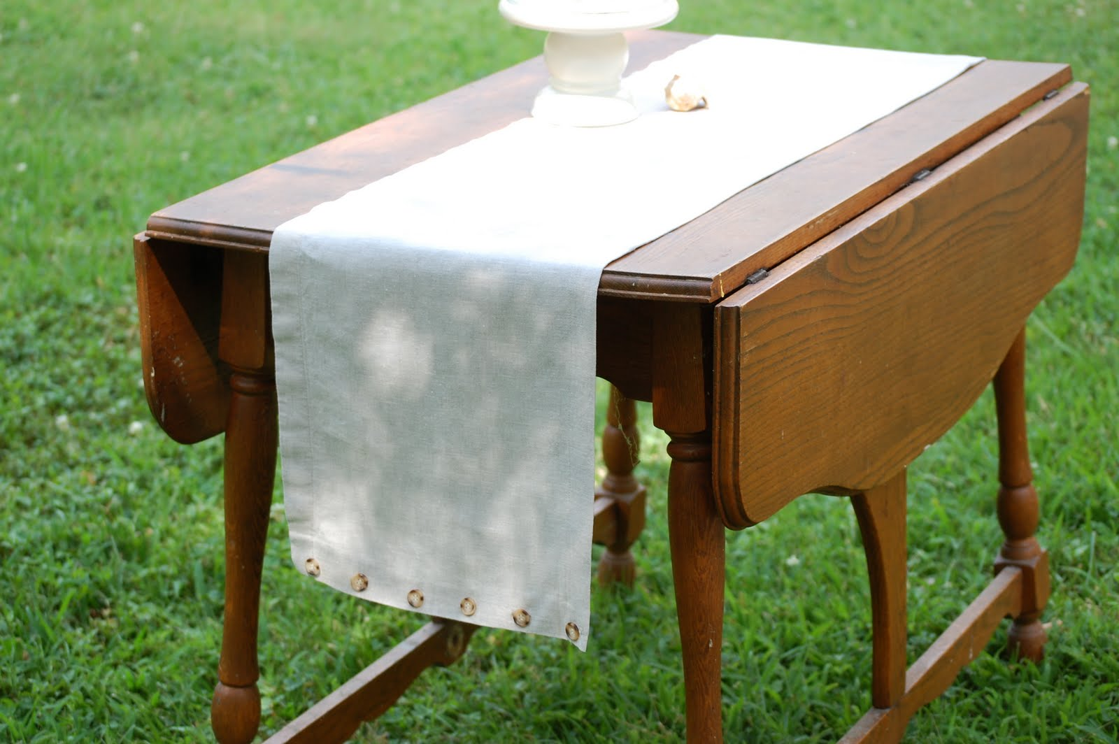 Tidy Brown Wren, bringing order to your nest: Upcycled Linen Table