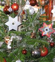 ausgeschnittene CDs als Weihnachtsbaumschmuck, bildquelle: www.pixelio.de