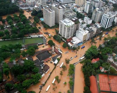 Chuvas alagam ruas do Rio de Janeiro