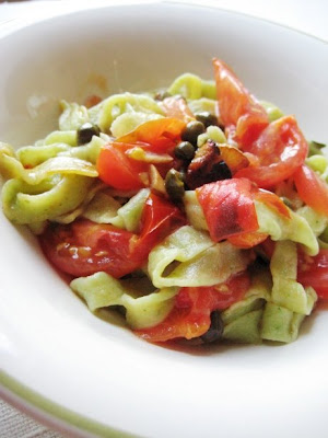 Home-Made Spinach Pasta with Tomatoes and Capers