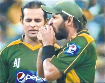 Cricketer Shahid Afridi eating ball - Funny Picture