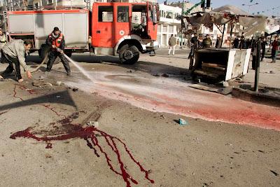 http://3.bp.blogspot.com/_HsN0oPi5hU4/SW9M-AgFBeI/AAAAAAAABR0/ewCVF9exGq4/s400/fireman+cleans+blood+gaza.jpg