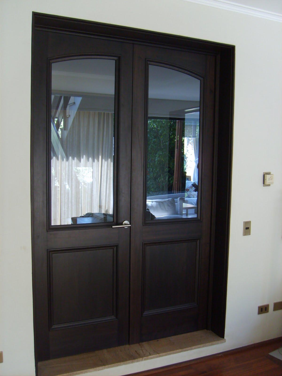 Muebles andrea schoennenbeck puerta de madera - Barnizar puertas de madera ...