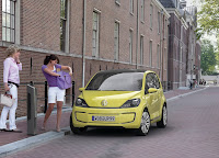 veeup007 2013 Volkswagen E Up city car earmarked for select U.S. markets.