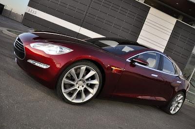 tesla model s Tesla Hires Former Apple Retail Strategist To Revolutionize Buying Experience