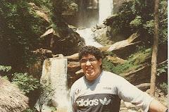 Con el fondo de las Cataratas de Gera en Moyobamba
