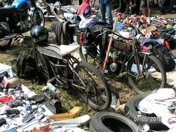 yang ini bukan motor jadul tpi motor hasil handmade orang bandung  title=