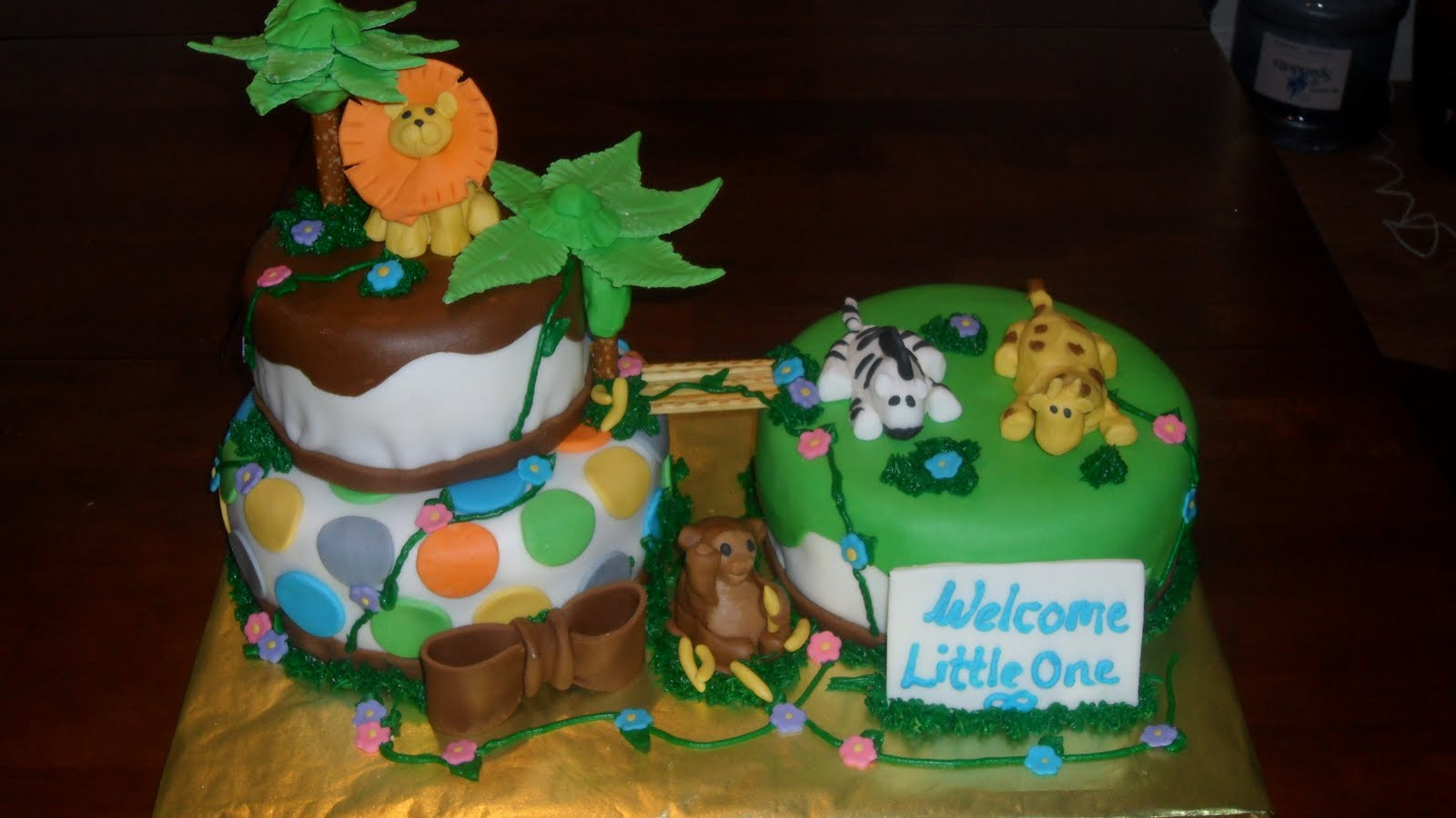 three sweet cakes jungle baby shower cake 2