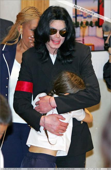 so sweet.. Paris hugs her daddy