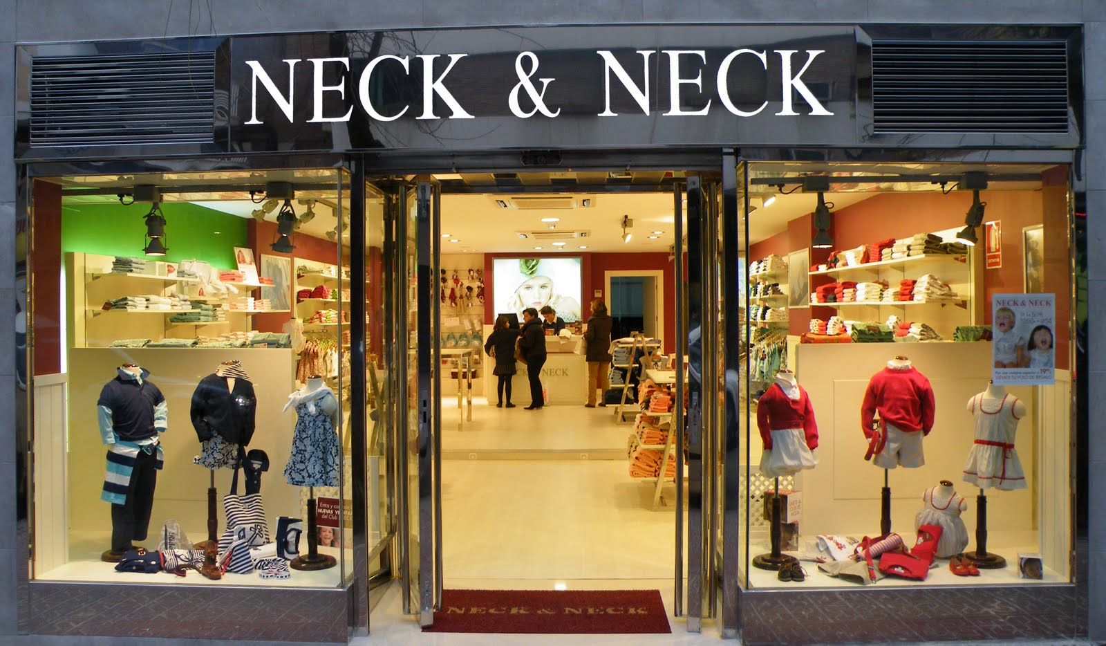 Las ventas de ropa infantil se estancan este a o tras for Fachadas de almacenes modernos
