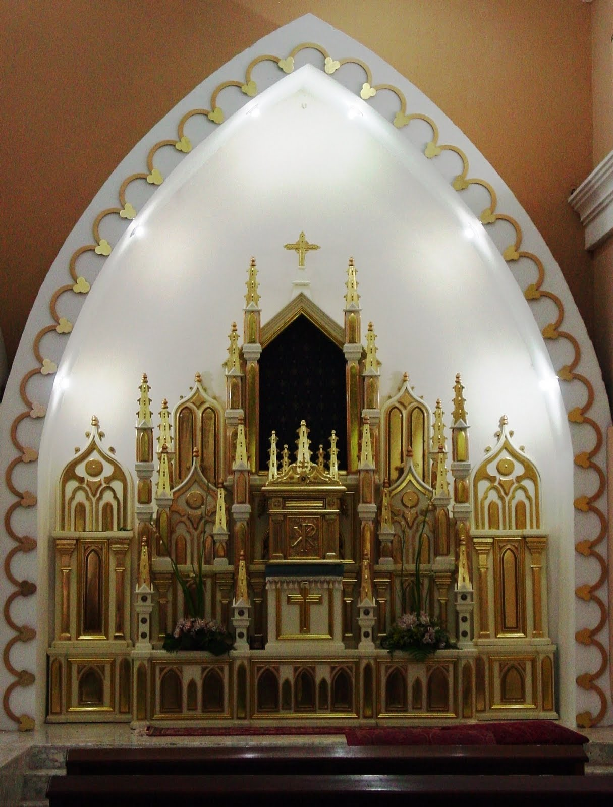 Retablos laterales iglesia ntra de aranzazu edo zulia for Arquitectura sacro