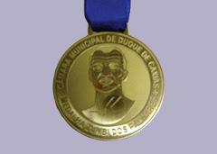 A Biblioteca Comunitáia Solano Trindade recebe a Medalha Zumbi dos Palmares