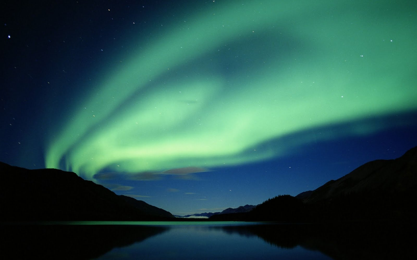 http://3.bp.blogspot.com/_I-_Dr8gnElM/TBSKhDRku6I/AAAAAAAAAeo/0bSO6wv2c48/s1600/vista-wallpaper-aurora-at-night.jpg