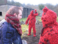 Red knitted cannibals - Ditching